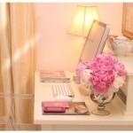computer-delicate-desk-feminine-flowers-lamp-Favim.com-51488